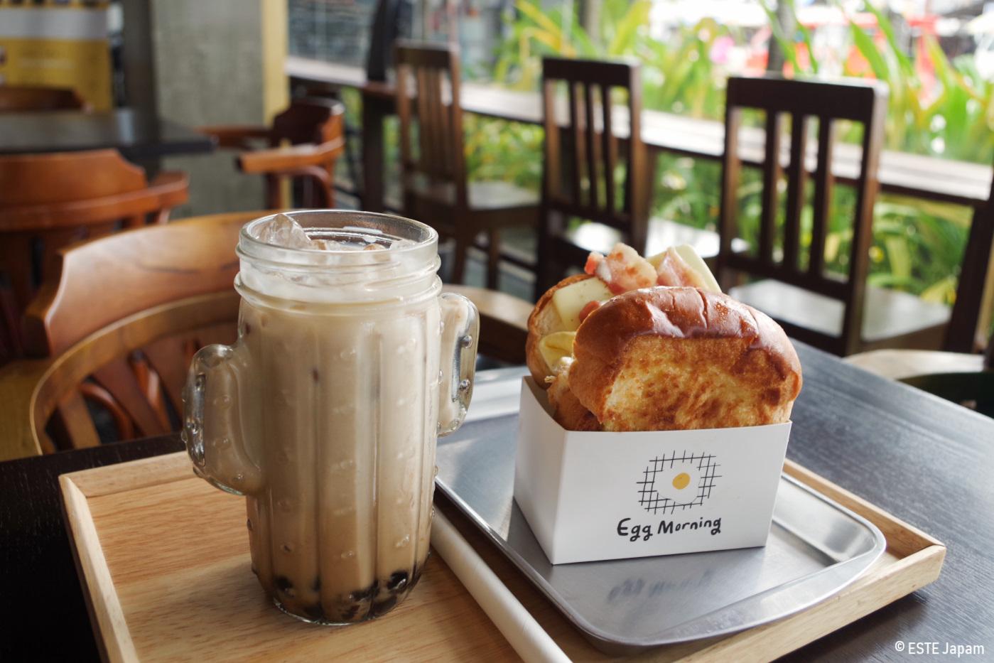 エッグモーニングのトーストとカフェラテ
