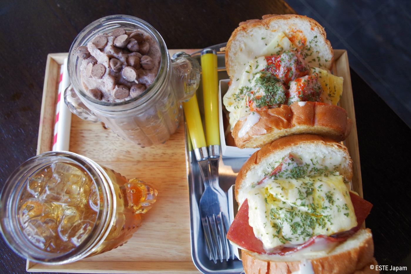 エッグモーニングのシュリンプトーストとベーコンチーズトースト