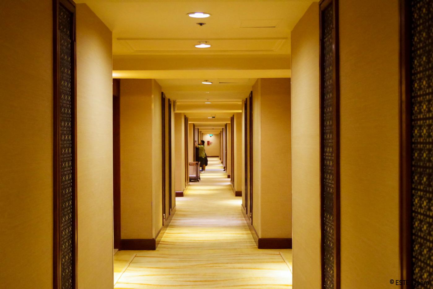 シャングリラホテルの長い廊下