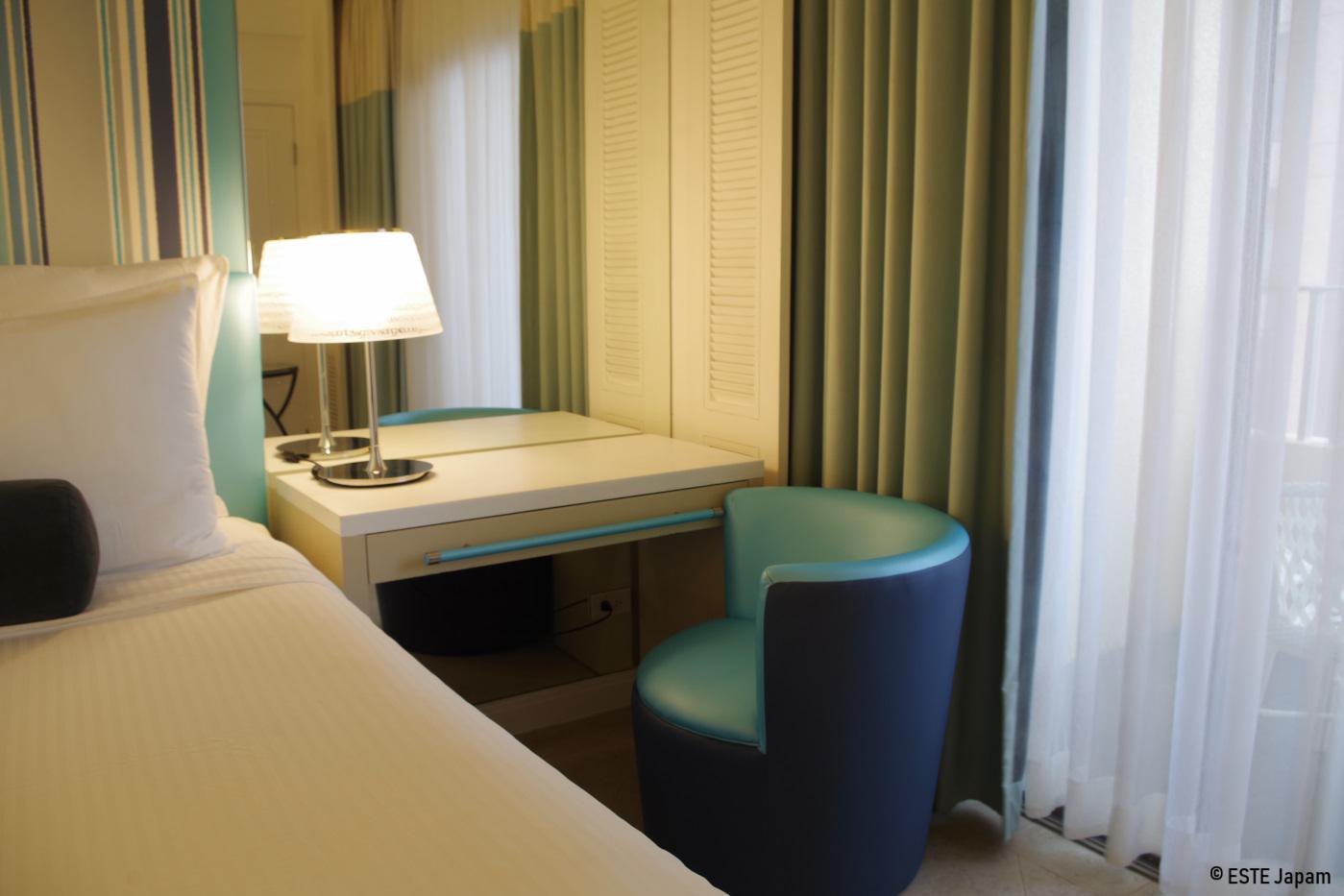 モーベンピックホテルの部屋のお洒落な家具
