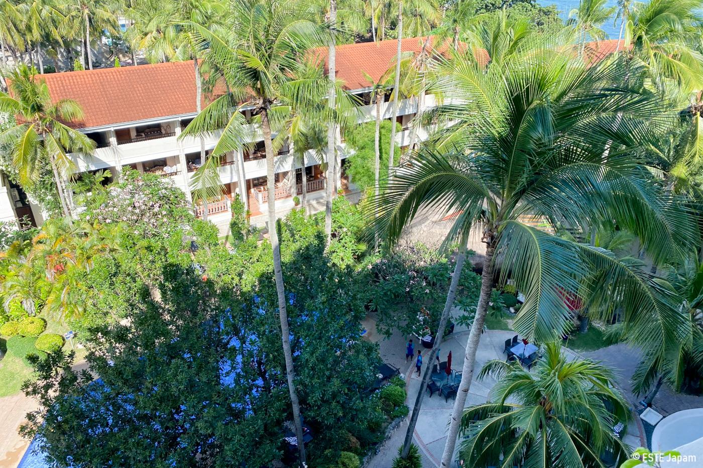 コスタベラホテルのプールサイドの建物2
