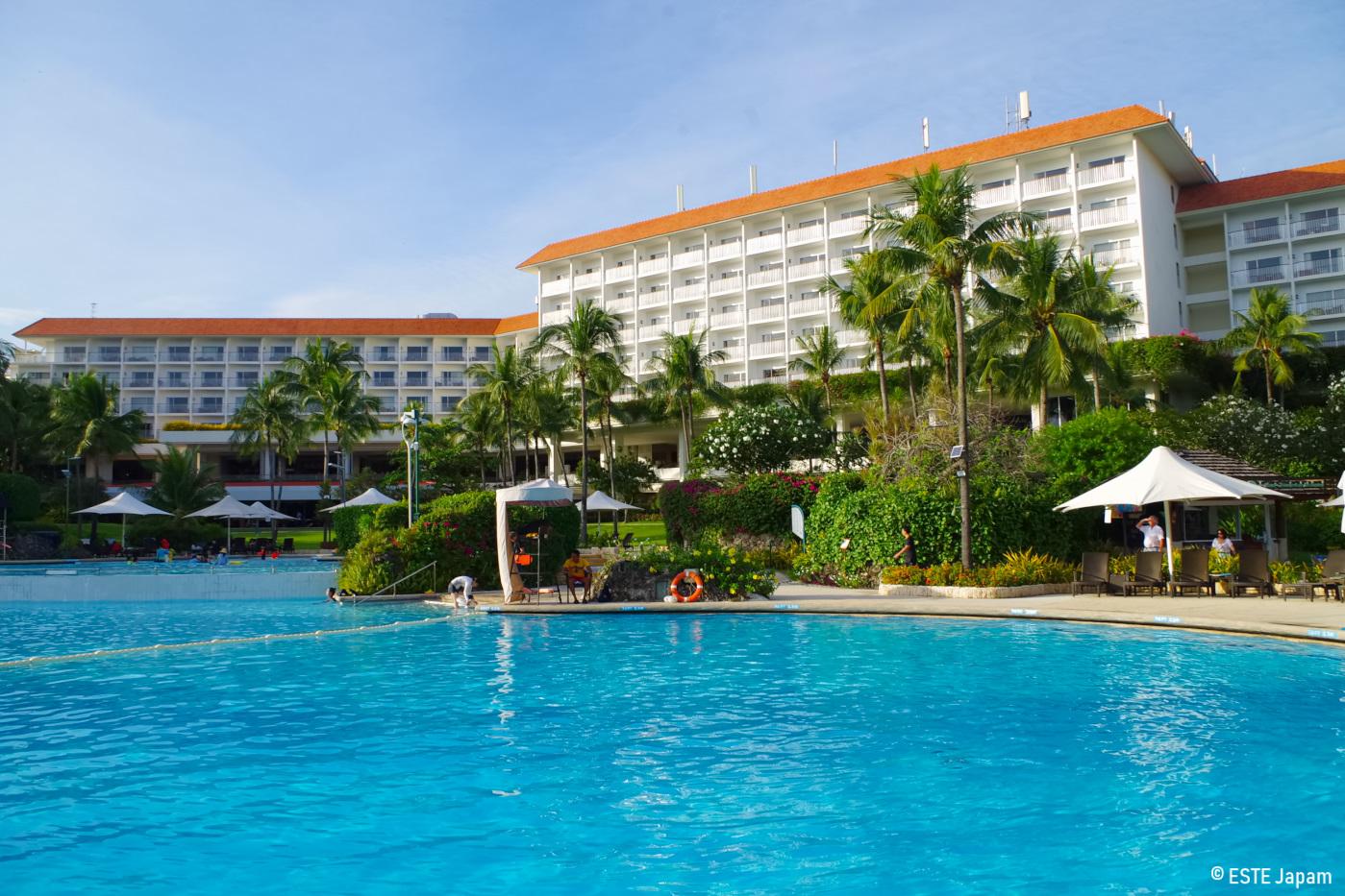 シャングリラホテルのプールとホテル