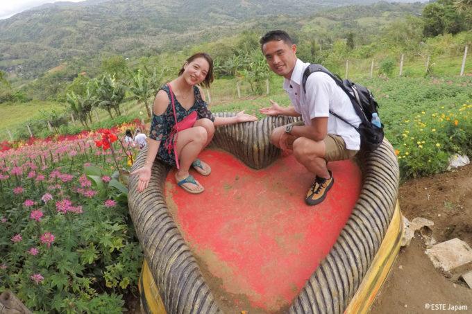 シラオガーデンで座るカップル